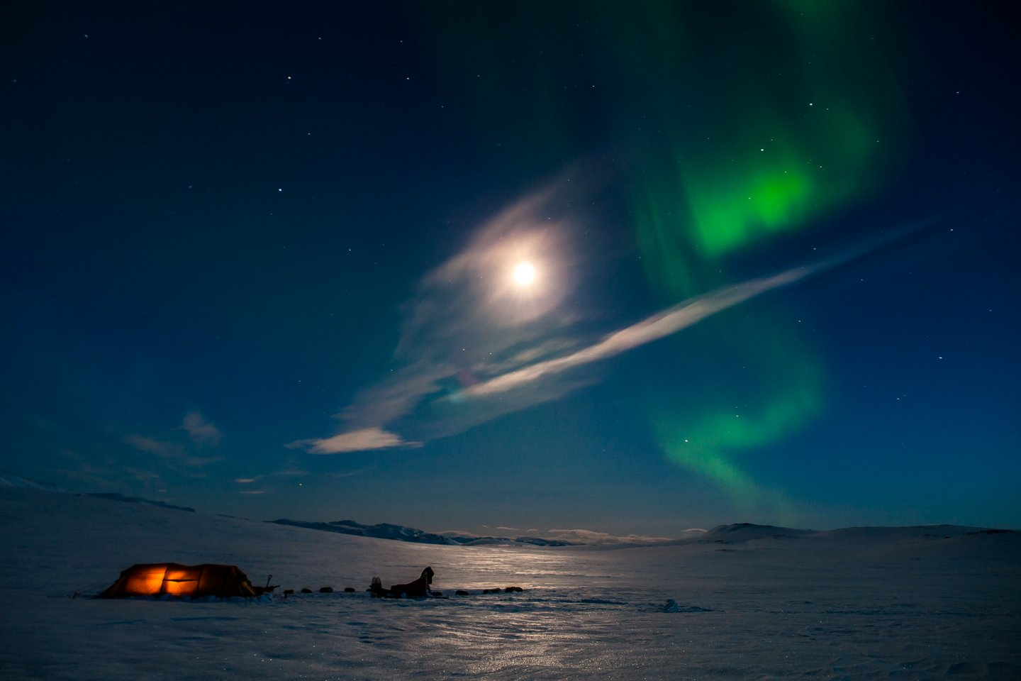 Northern lights with fullmoon